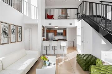 Home for Sale at 300 S Biscayne Blvd #L-402, Miami FL 33131