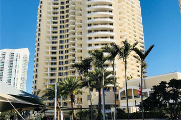 Home for Sale at 888 Brickell Key Dr #1507, Miami FL 33131