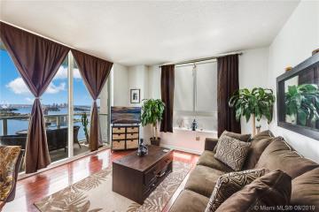 Home for Sale at 1900 N Bayshore Dr #3403, Miami FL 33132
