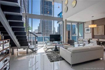 Home for Sale at 200 Biscayne Boulevard Way #1407, Miami FL 33131