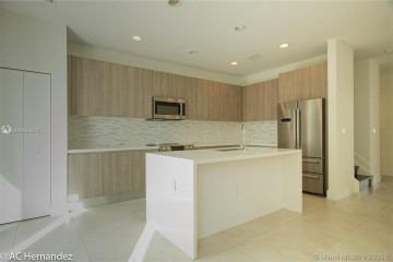 Home for Sale at 10236 NW 72nd Ter #10236, Doral FL 33178