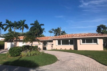 Home for Sale at 2432 NE 27th Ave, Fort Lauderdale FL 33305
