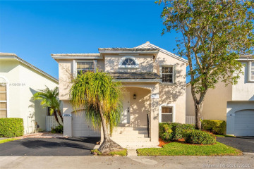 Home for Sale at 9921 NW 9th Ct, Plantation FL 33324