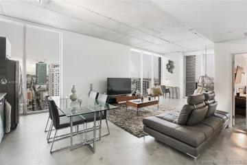 Home for Sale at 151 SE 1st St #3402, Miami FL 33131