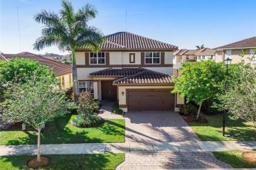 Home for Rent at 10350 Lake Vista Ct #10350, Parkland FL 33076