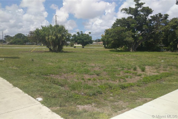 Home for Sale at 31 NW Ave, Pompano Beach FL 33069