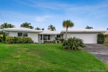 Home for Sale at 2106 NE 17th Ave, Wilton Manors FL 33305