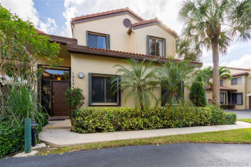 Home for Sale at 10504 NW 10th St #D-122, Plantation FL 33322