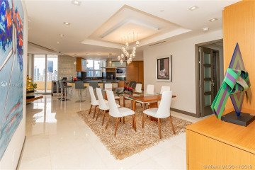 Home for Sale at 808 Brickell Key Dr #3208, Miami FL 33131