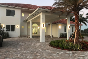Home for Sale at 12425 SW 20th St, Davie FL 33325
