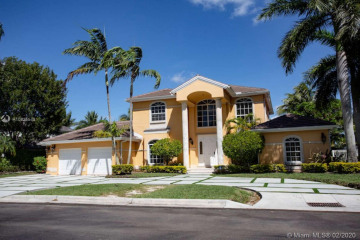 5023 NW 94th Doral Pl
