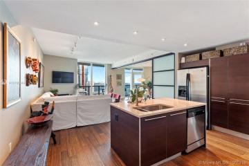 Home for Sale at 1900 N Bayshore Dr #2204, Miami FL 33132