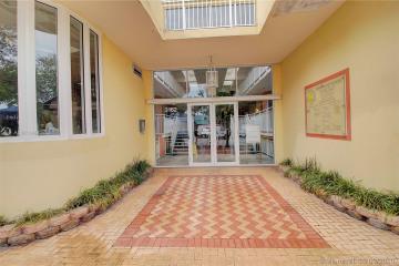 Home for Sale at 3162 Commodore Plz #2G, Miami FL 33133