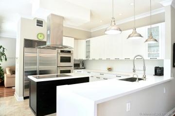 Home for Sale at 20000 NE 36th Pl, Aventura FL 33180