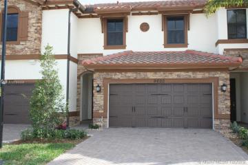 Home for Sale at 9600 Town Parc Cir N #9600, Parkland FL 33076