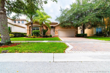 Home for Sale at 19324 Stonebrook St, Weston FL 33332