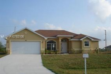 Home for Sale at 425 SW Ridgecrest Dr, Port St. Lucie FL 34953