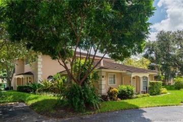 Home for Sale at 7930 Camino Cir #A7, Miami FL 33143