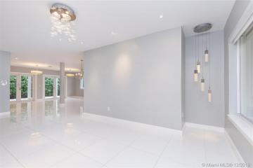 Home for Rent at 720 Majorca Av, Coral Gables FL 33134