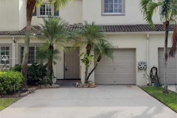 Home for Sale at 4774 Lago Vista Dr, Coconut Creek FL 33073