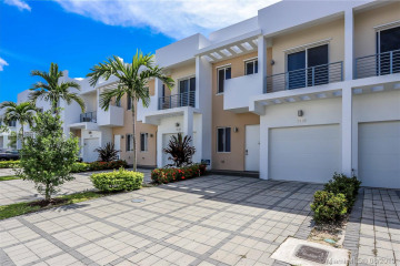 Home for Sale at 7119 NW 102 Place, Doral FL 33178