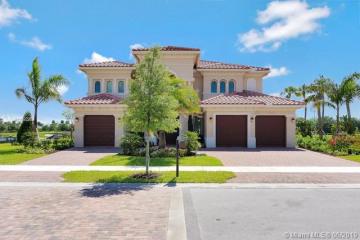 Home for Sale at 10540 S Barnsley Dr, Parkland FL 33076