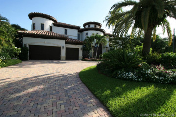 Home for Sale at 2335 NE 27th St, Lighthouse Point FL 33064