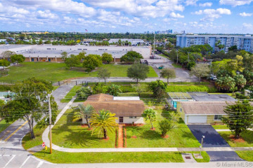 Home for Sale at 620 NW 43rd Ave, Plantation FL 33317