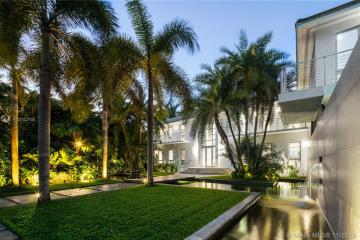 Home for Sale at 1835 W 27th St, Miami Beach FL 33140