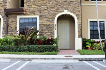 Home for Sale at 9308 W 32nd Ln #9308, Hialeah FL 33018