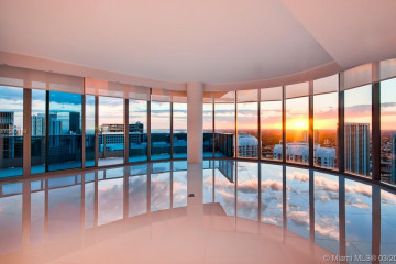 Home for Sale at 200 Biscayne Boulevard Way #5002, Miami FL 33131