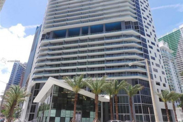 Home for Sale at 1300 Brickell Bay Dr #1807, Miami FL 33131