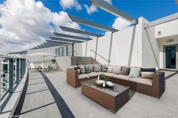 Home for Sale at 3250 NE 188th St #UPH5, Aventura FL 33180