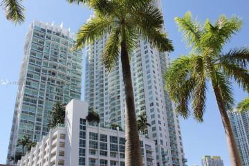 Home for Sale at 41 SE 5 St #916, Miami FL 33131