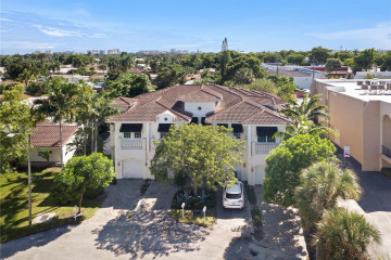 Home for Sale at 1940 32nd St, Lighthouse Point FL 33064