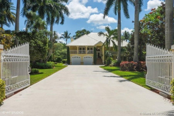 Home for Sale at 7250 NW 82nd Ter, Parkland FL 33067