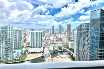 Home for Sale at 45 SW 9th St #LPH - 4609, Miami FL 33130