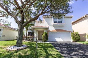 Home for Sale at 73 Gables Blvd, Weston FL 33326