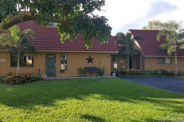 Home for Sale at 1101 NW 114th Ave, Plantation FL 33323