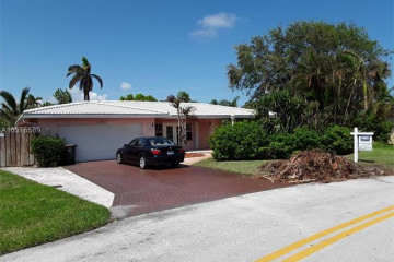 Home for Sale at 2701 NE 52nd St, Lighthouse Point FL 33064