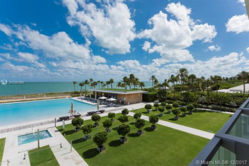 Home for Sale at 360 Ocean Dr #303S, Key Biscayne FL 33149