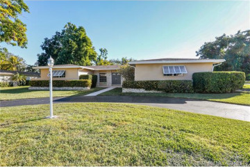 Home for Sale at 14121 SW 80th Ave, Palmetto Bay FL 33158
