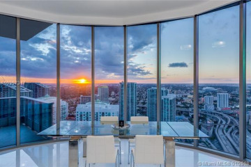 Home for Sale at 200 Biscayne Boulevard Way #5302, Miami FL 33131