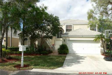 Home for Sale at 2009 Island Cr, Weston FL 33326