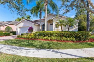Home for Sale at 1523 Lantana Dr, Weston FL 33326