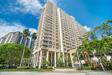Home for Sale at 770 Claughton Island Dr #1915, Miami FL 33131