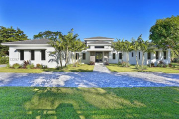 Home for Sale at 11441 SW 77th Ave, Pinecrest FL 33156