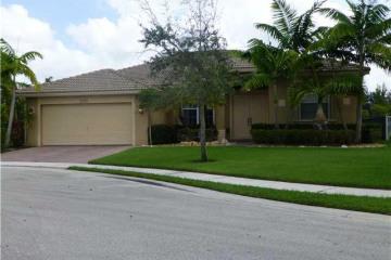 Home for Sale at 19233 N Gardenia Av, Weston FL 33332
