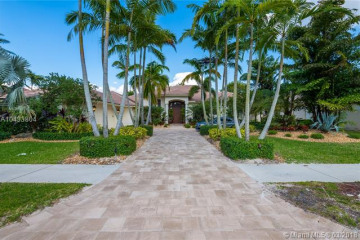 Home for Sale at 2686 Riviera Ct, Weston FL 33332