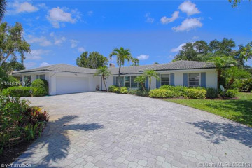 Home for Sale at 144 Country Club Dr, Tequesta FL 33469
